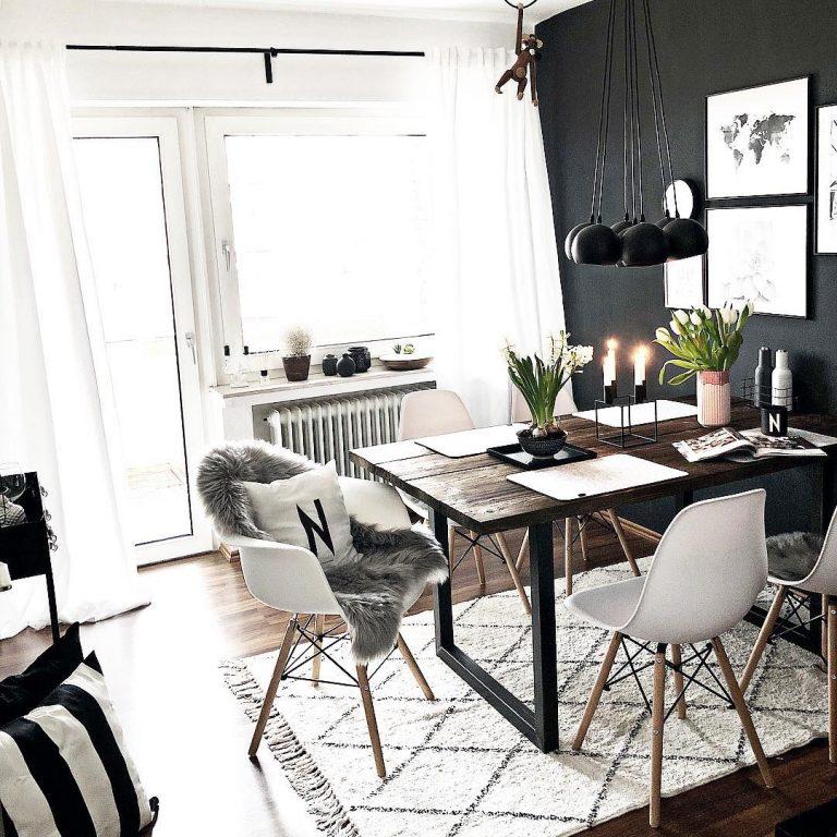 Comedor con lampara colgante, sillas blancas y alfombra ...